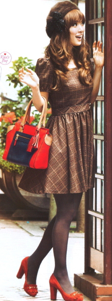 Autumn fashion / Stylish, feminine plaid dress